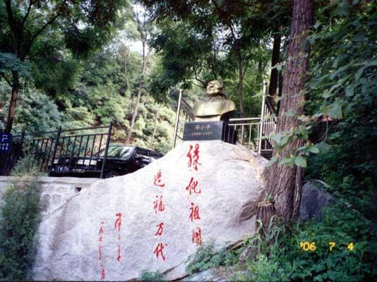 水泉沟陵园邓小平像
