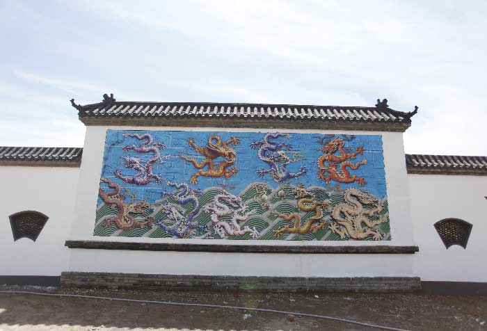 卧龙公墓九龙壁