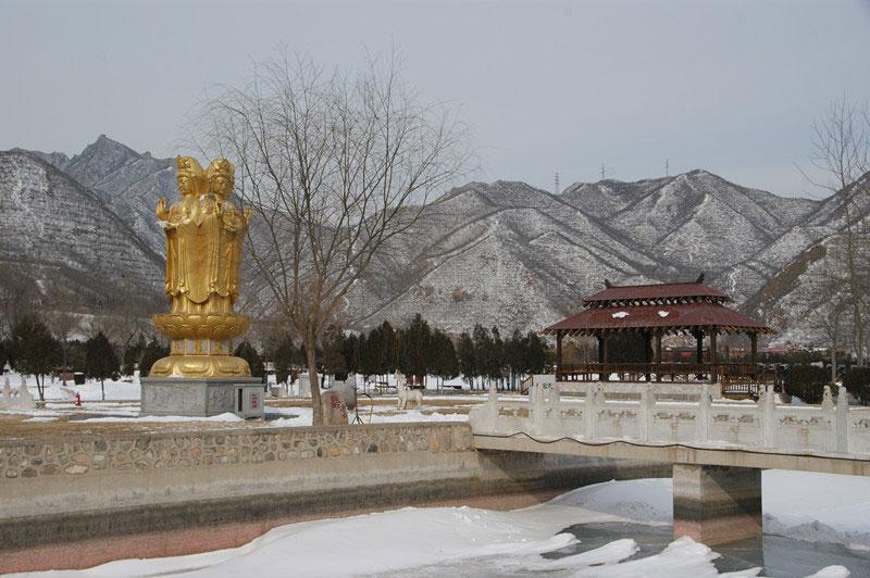 凤凰山陵园雪景