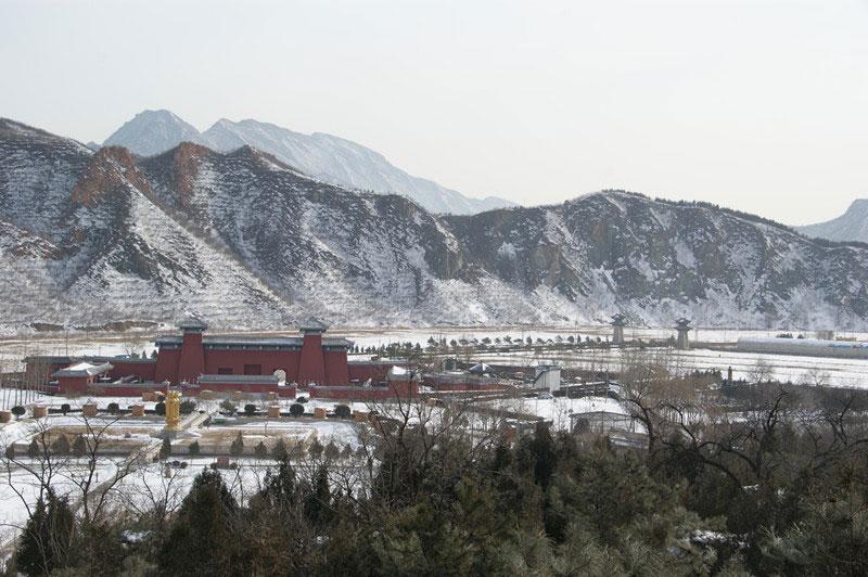 凤凰山陵园远观雪景