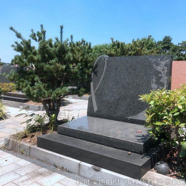 静馨园一区立碑