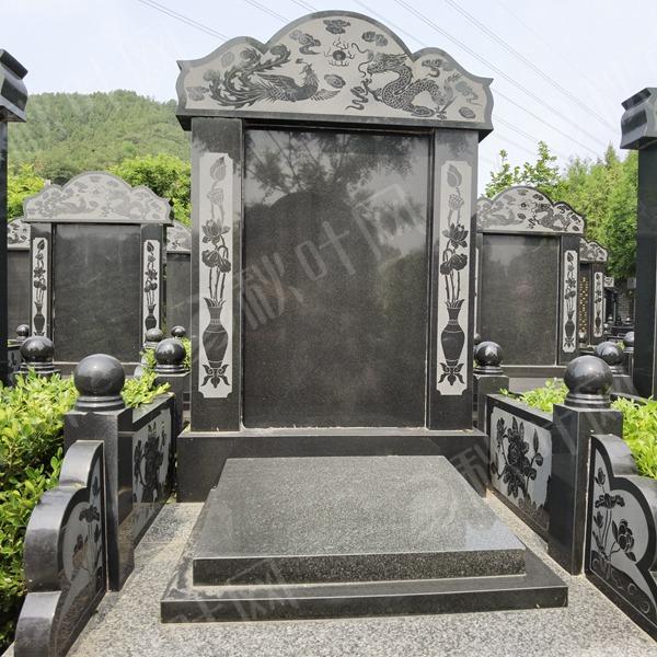 经典立碑造型,上设官帽,左右护栏,雕龙刻凤
