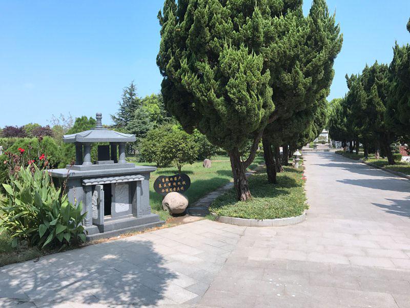 长青烈士陵园环境